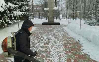 Услуги по очистке снега и уборке территорий - Киров, цены, предложения специалистов